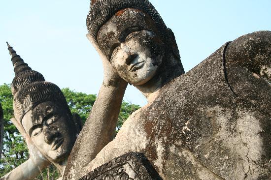 36975_13_05_13_vientiane-buddha-park-.jpg