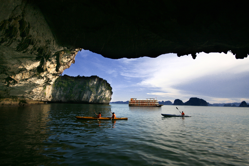Hanoi – Hoa Lu Tam Coc - Halong Bay Overnight Cruise 5 Days